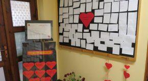 """Serdecznie zapraszam do odwiedzenia Miejskiej Biblioteki Publicznej im. Walentego Fiałka w Chełmnie w celu zapoznania się z wystawą. Jest ona rezultatem """"Quizu walentynkowego"""". Na 8 zadanych pytań/wątków 96 osób udzieliło 770 odpowiedzi. Byli to czytelnicy dorośli, dzieci oraz młodzież. Prezentacja anonimowych odpowiedzi znajduje się na parterze oraz piętrze Biblioteki. Czas trwania wystawy: 14.02.2019-28.02.2019"""